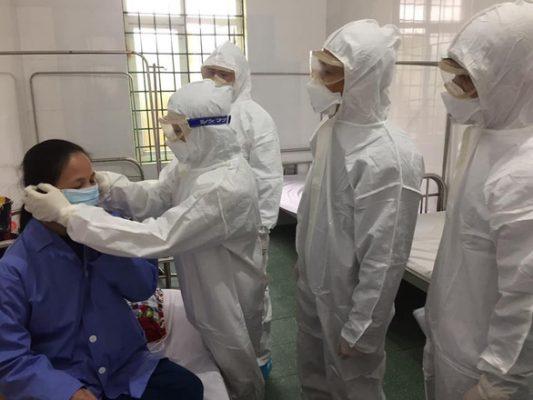 Vì sao bệnh nhân không sốt, ho... vẫn nhiễm virus corona? - Ảnh 1.