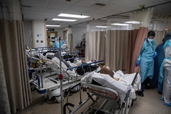 Bệnh viện ở New York bật chế độ thảm họa, bác sĩ thành bệnh nhân Covid-19 - 5