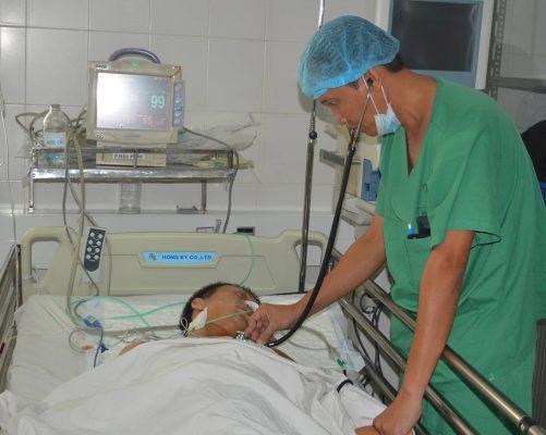 Hai thanh niên bị đâm thủng tim được bác sĩ cứu sống