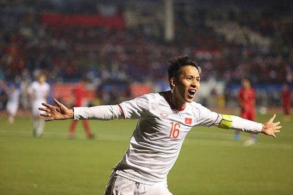 Thầy Park ôm Quang Hải mừng bàn thắng của Hùng Dũng - Ảnh 7
