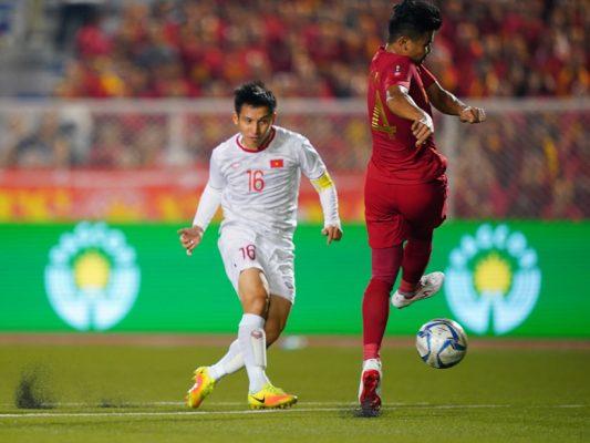 Hùng Dũng nâng tỉ số lên 2-0 cho U22 Việt Nam.