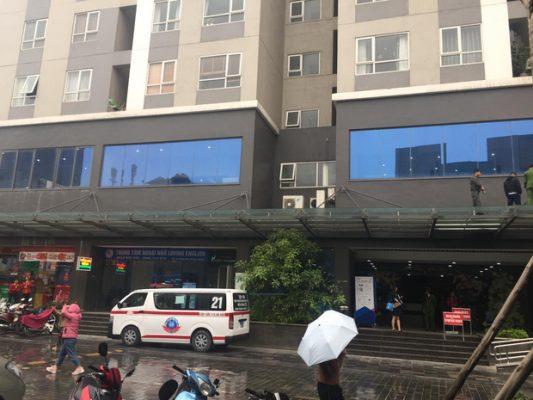 Hà Nội: Bé gái 4 tuổi rơi từ tầng 25 chung cư, tử vong thương tâm - Ảnh 1.