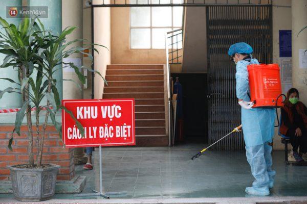 Từ 21h tối 26/2, khách mang quốc tịch Việt Nam sinh sống, học tập, lao động ở Hàn Quốc khi nhập cảnh vào Việt Nam sẽ phải cách ly 14 ngày - Ảnh 1.