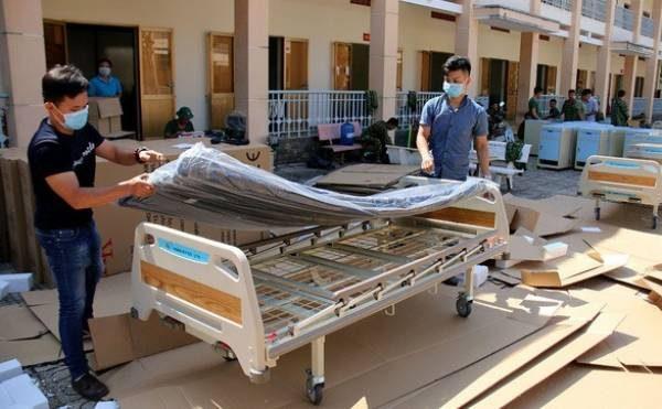 Tại Trường Quân sự TP.HCM (huyện Củ Chi), các lực lượng đã khẩn trương xây dựng bệnh viện dã chiến đầu tiên của TP.HCM, đưa vào hoạt động từ ngày 10-2 - Ảnh: NGỌC HIỂN